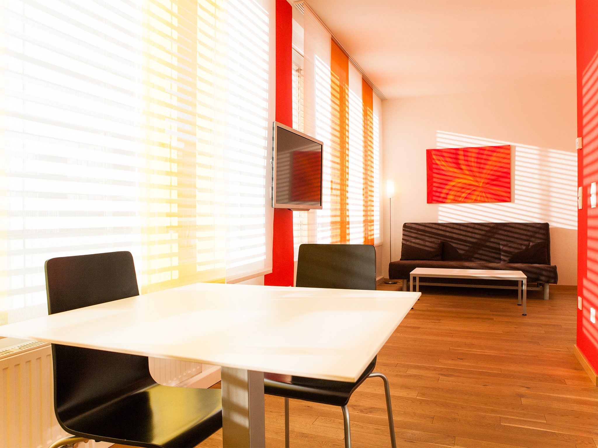 Apartment Feuer Wohnraum Esstisch Sofa