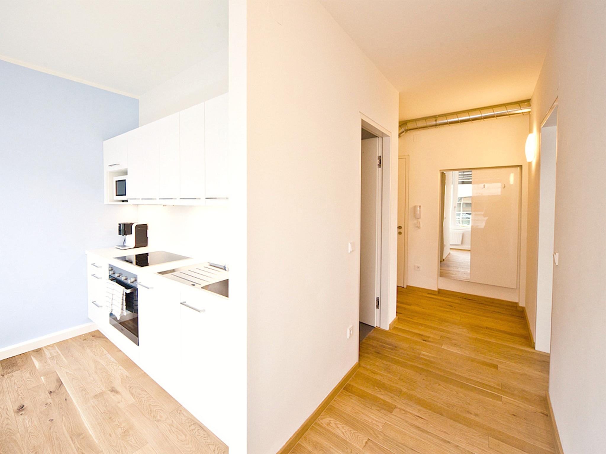 Apartment Wasser Kueche und Vorraum